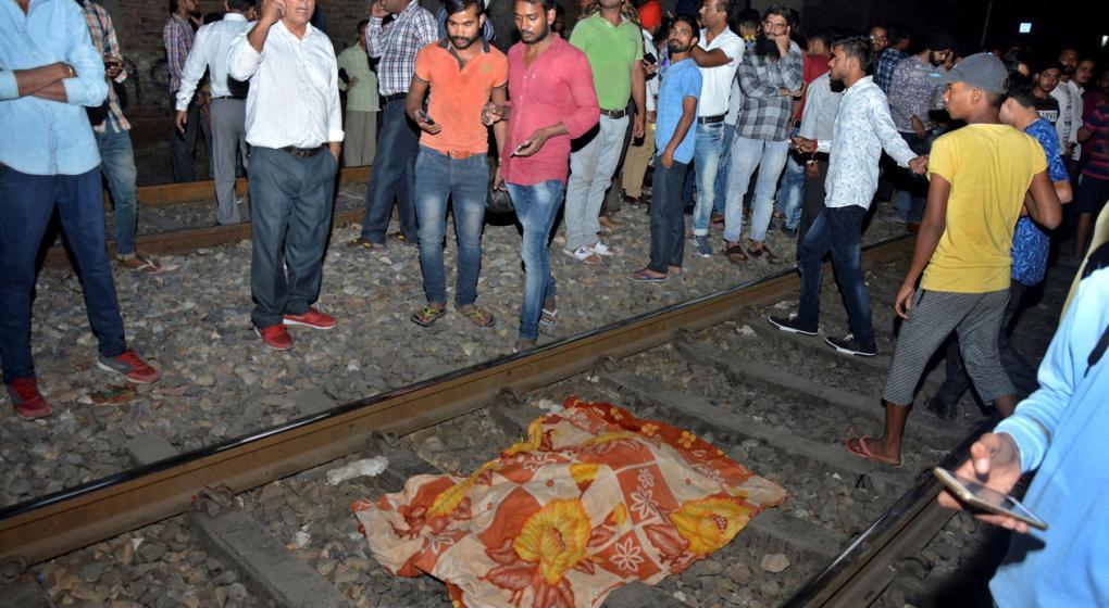 Al menos 50 atropellados por un tren a toda velocidad en la India durante una celebración