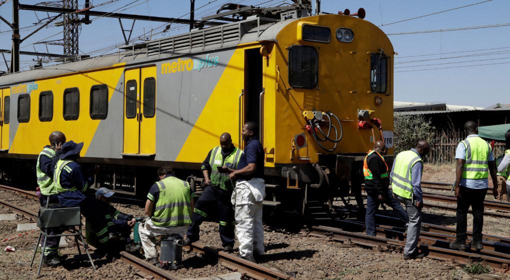 Un centenar de heridos tras el choque de dos trenes en Sudáfrica