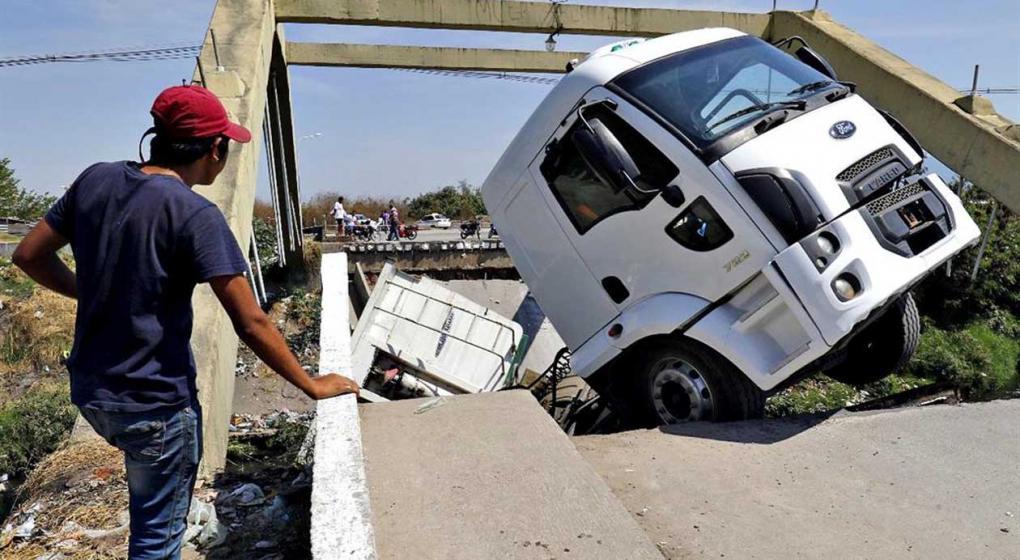 Obra pública: ya se cayeron 12 puentes inaugurados por el kirchnerismo