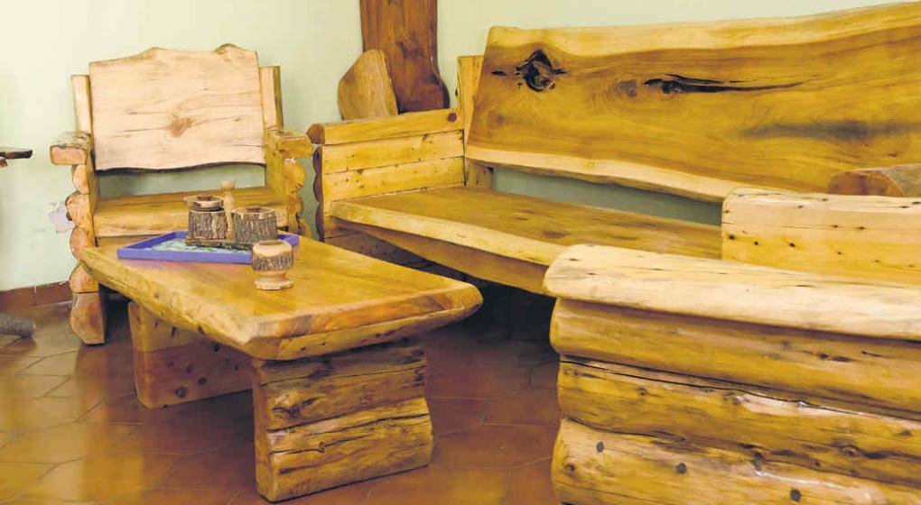 Muebles r sticos c modos y con aire de campo noticias for Como hacer herrajes rusticos