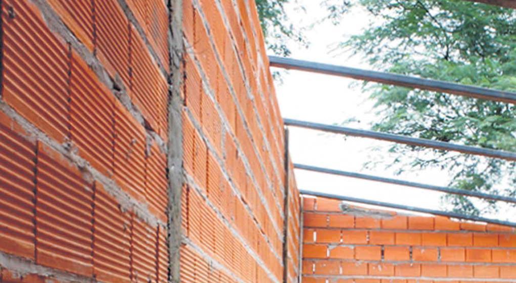 Ladrillos cer micos aislantes y de buen rendimiento for Construccion de piscinas con ladrillos