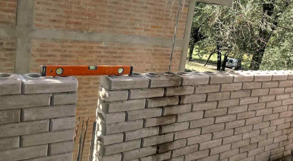 C mo se fabrican y se instalan los ladrillos modulares - Pegamento de escayola para alisar paredes ...