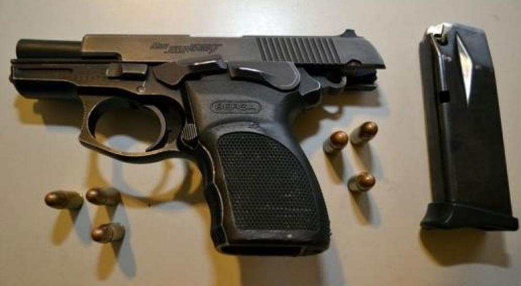 """Una de las pistolas robadas a la Policía llevó hasta una """"cocina ..."""