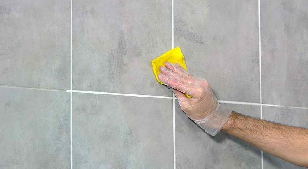 Como quitar juntas de azulejos latest limpiar la junta de - Limpiar suelos muy sucios ...